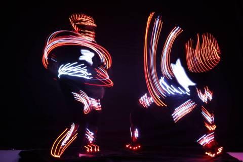 """Un segmento de """"iLuminate"""", el nuevo espectáculo de danza que se estrena el 26 de agosto en Th ..."""
