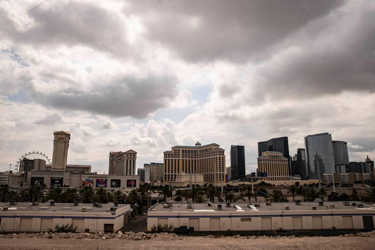 Las nubes cubren el Valle de Las Vegas el lunes, 26 de julio de 2021. (Chase Stevens/Las Vegas ...