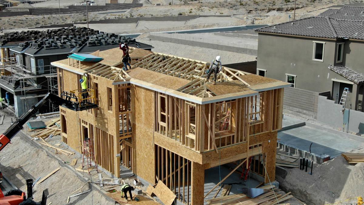 Una vista aérea de las viviendas en construcción en Cascades, una urbanización cerca de Far ...
