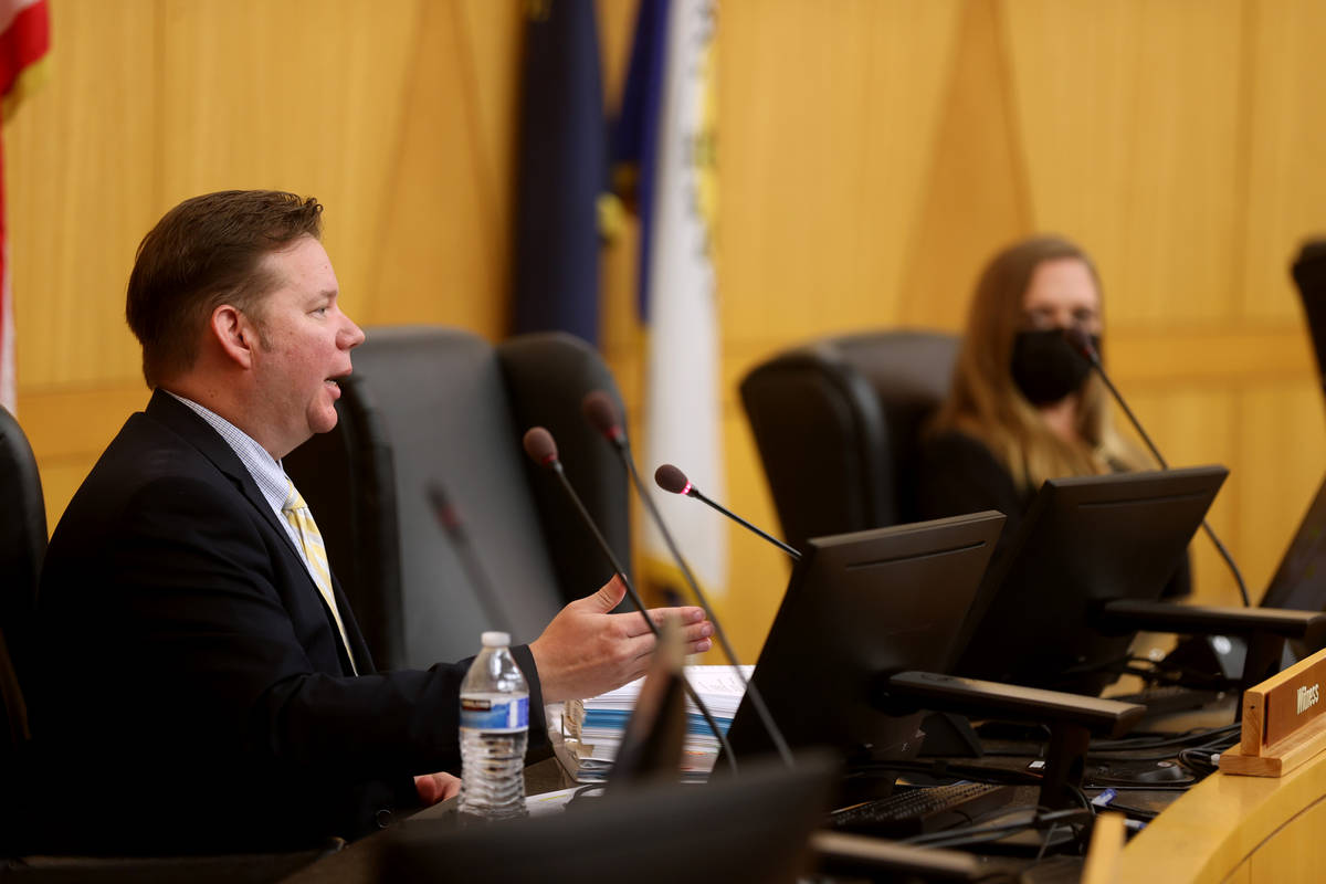 El detective del Departamento de Policía Metropolitana Jason Leavitt testifica durante una rev ...
