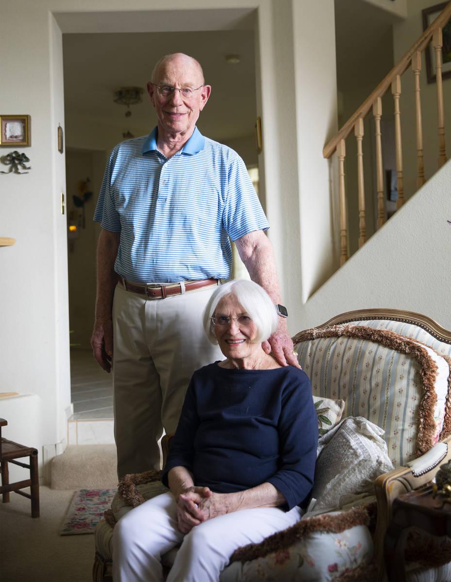 Judy Robinson y su marido Gary Robinson en su casa de Las Vegas,. Judy tiene un deterioro cogni ...