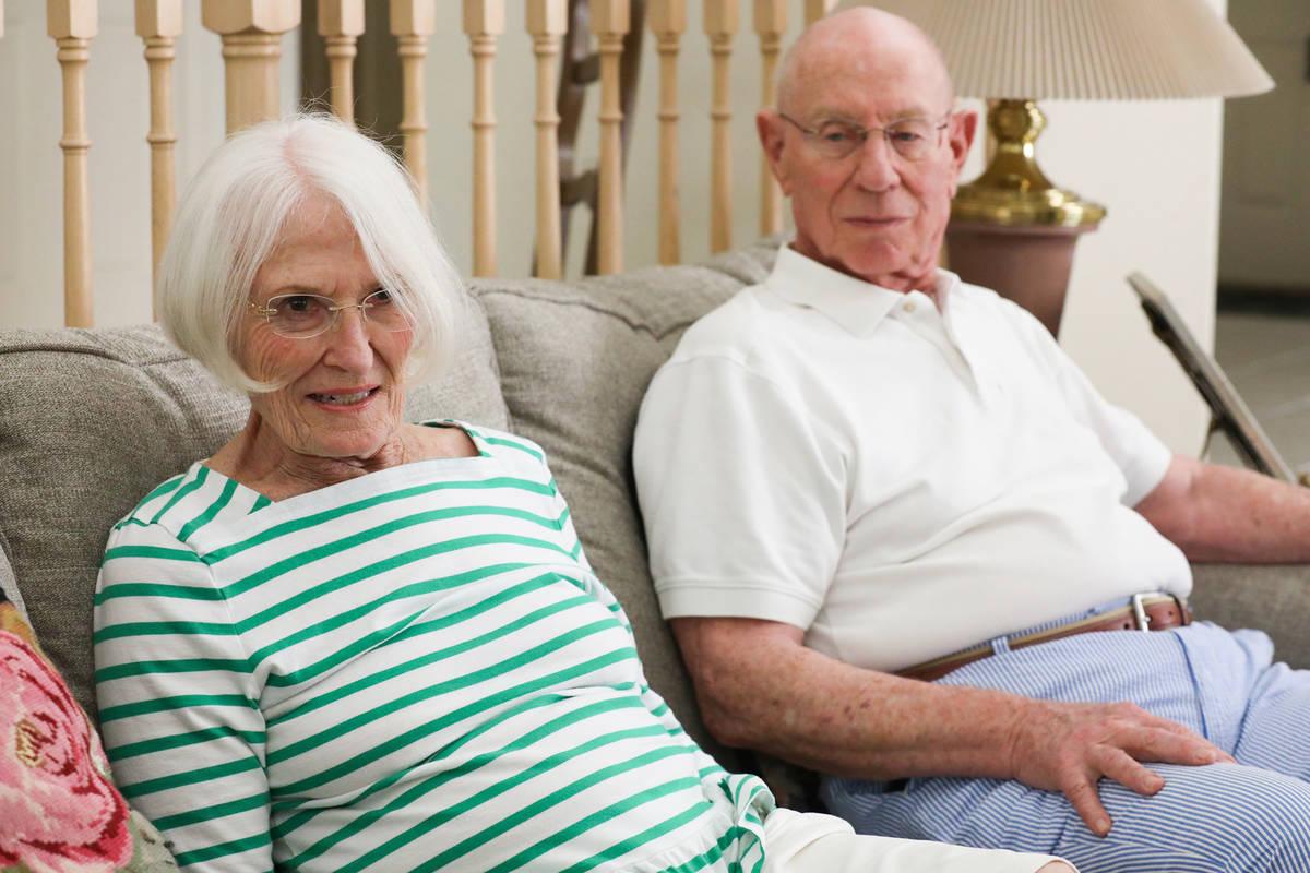 Judy Robinson y su marido Gary Robinson hablan con el Review-Journal en su casa de Las Vegas, e ...