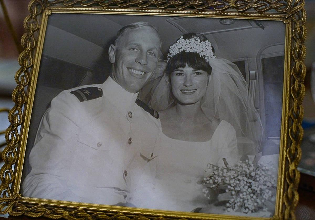 Judy y Gary Robinson el día de su boda en 1966. A Judy se le diagnosticó la enfermedad de Alz ...