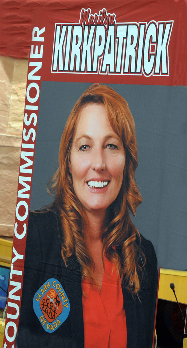 La presidenta de la Junta de Comisionados del Condado Clark, Marilyn Kirkpatrick, introdujo a W ...