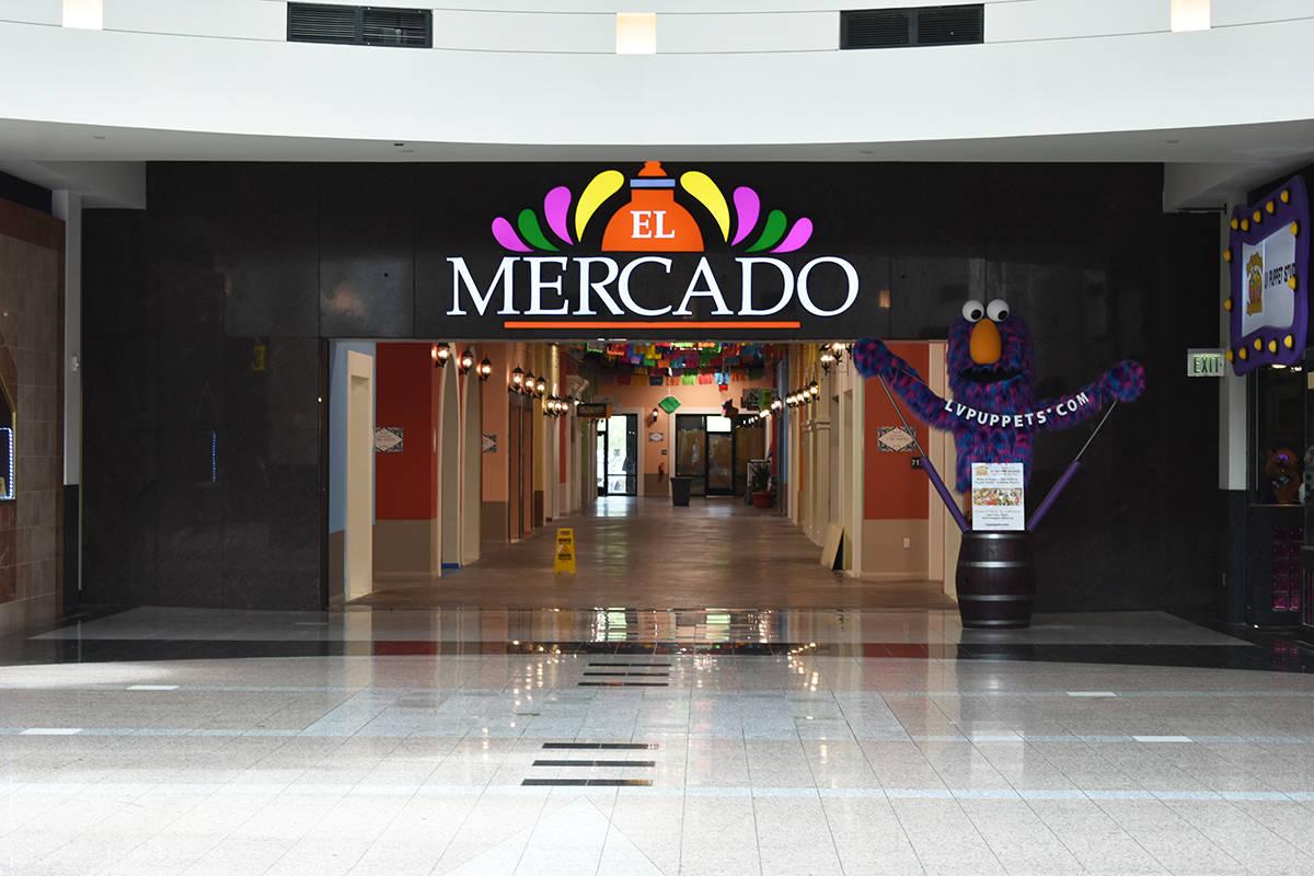 """Acceso al área comercial """"El Mercado"""", dentro de """"The Boulevard"""". Viernes 30 de julio ..."""