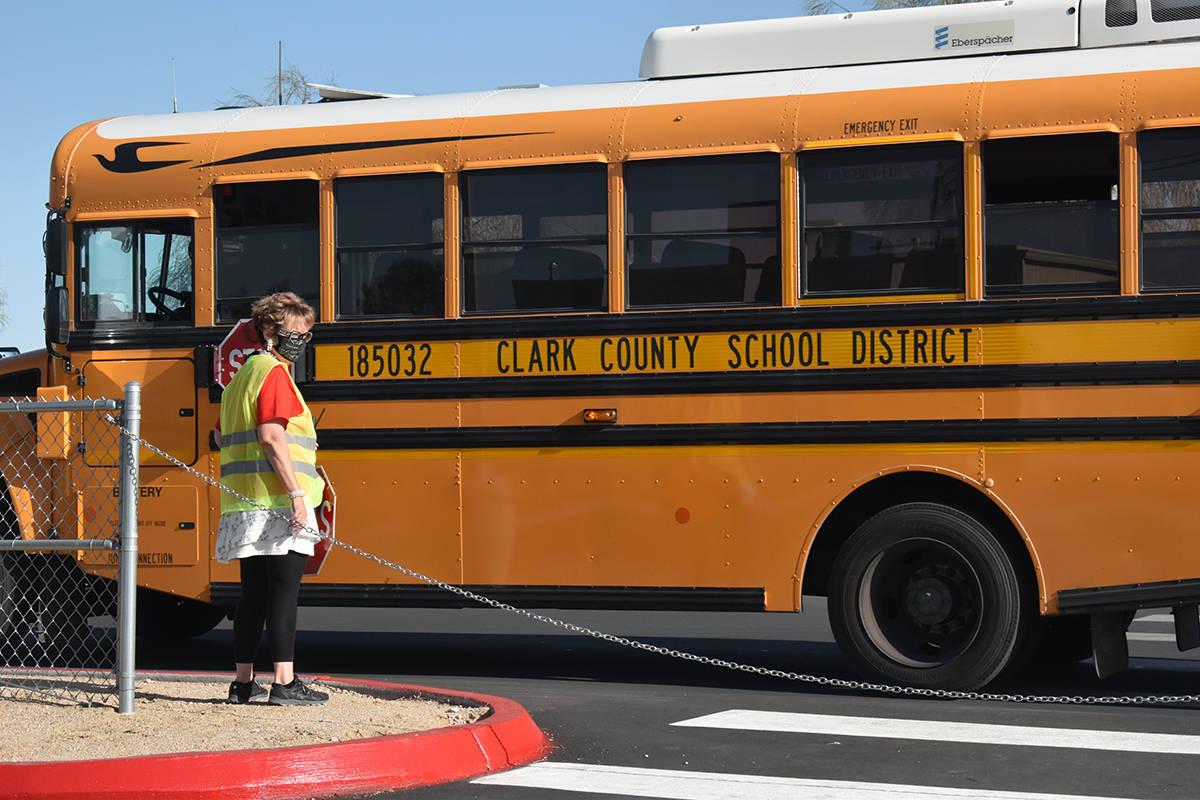 Miles de estudiantes iniciarán el ciclo escolar el lunes 9 de agosto de 2021; padres de famili ...