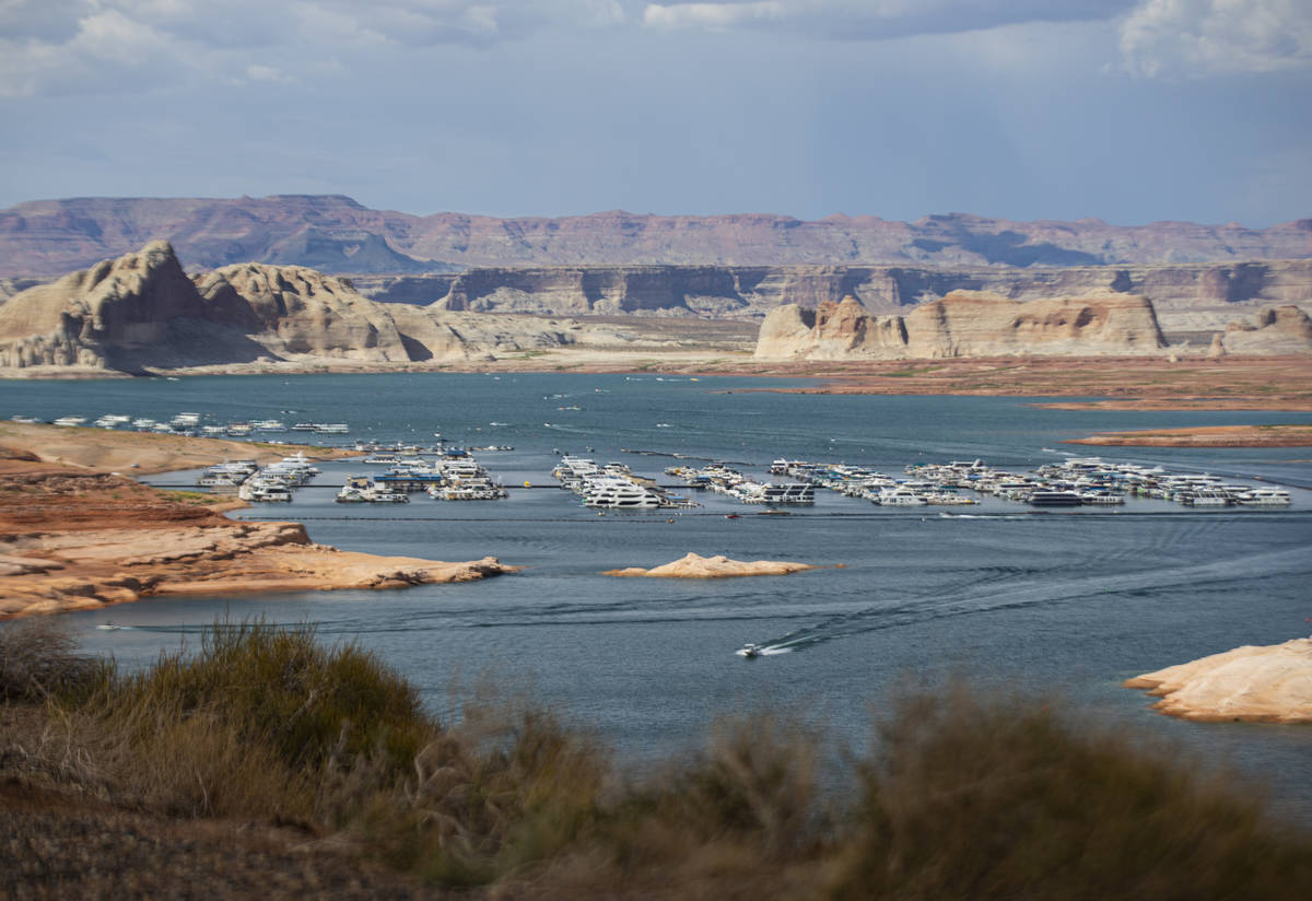 Una vista de Wahweap Marina en el lago Powell, Glen Canyon National Recreation Area, el martes ...