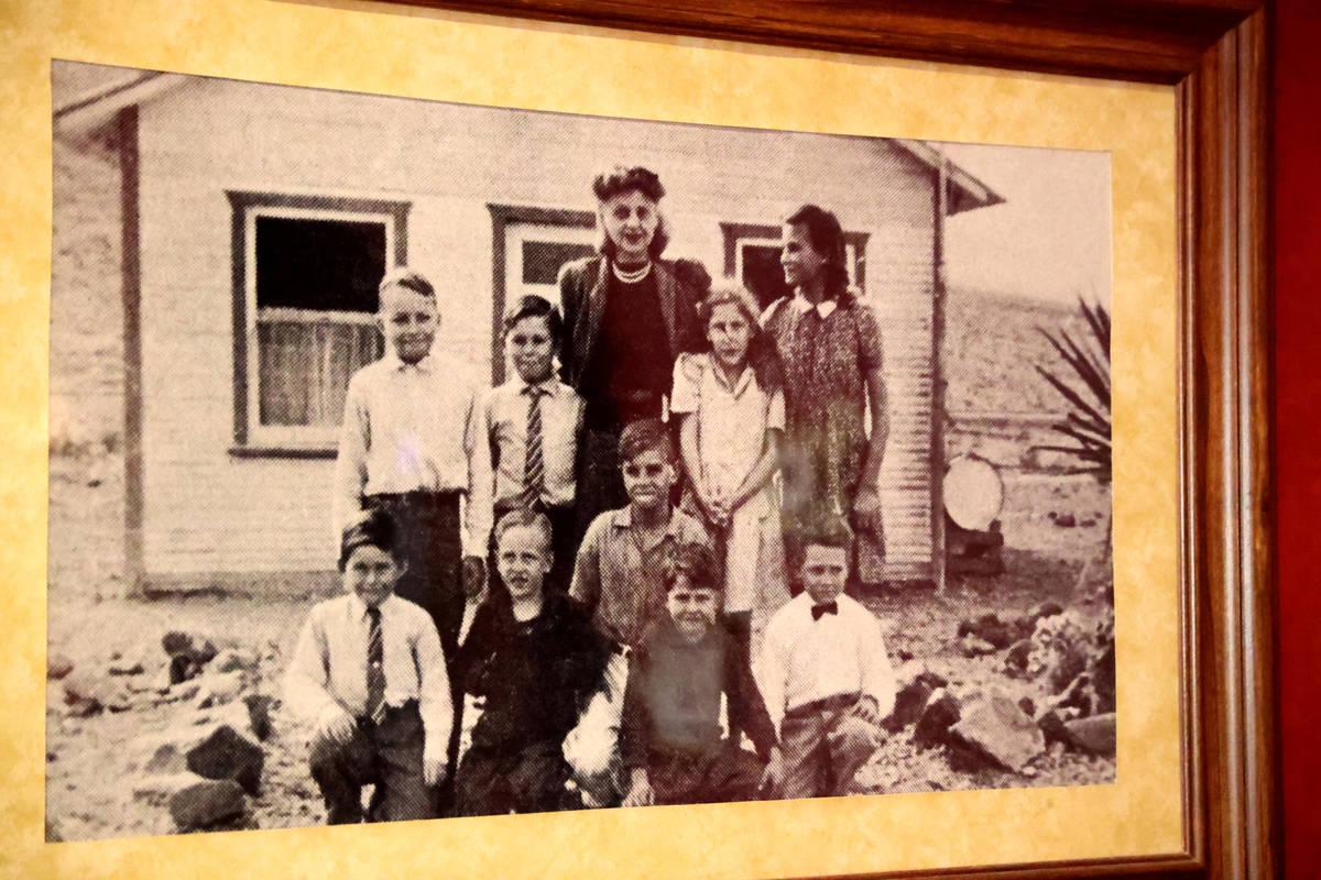 Una foto histórica de alrededor de 1938-1939 en la pared del casino Railroad Pass en Henderson ...