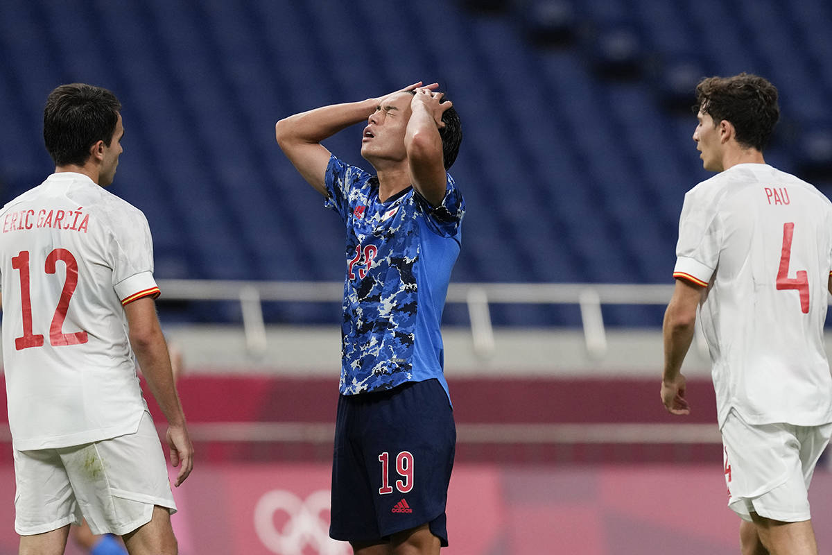 El japonés Daichi Hayashi reacciona después de perder la oportunidad de anotar contra España ...