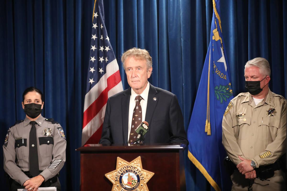 George Togliatti, director del Department of Public Safety, se dirige a los medios de comunicac ...