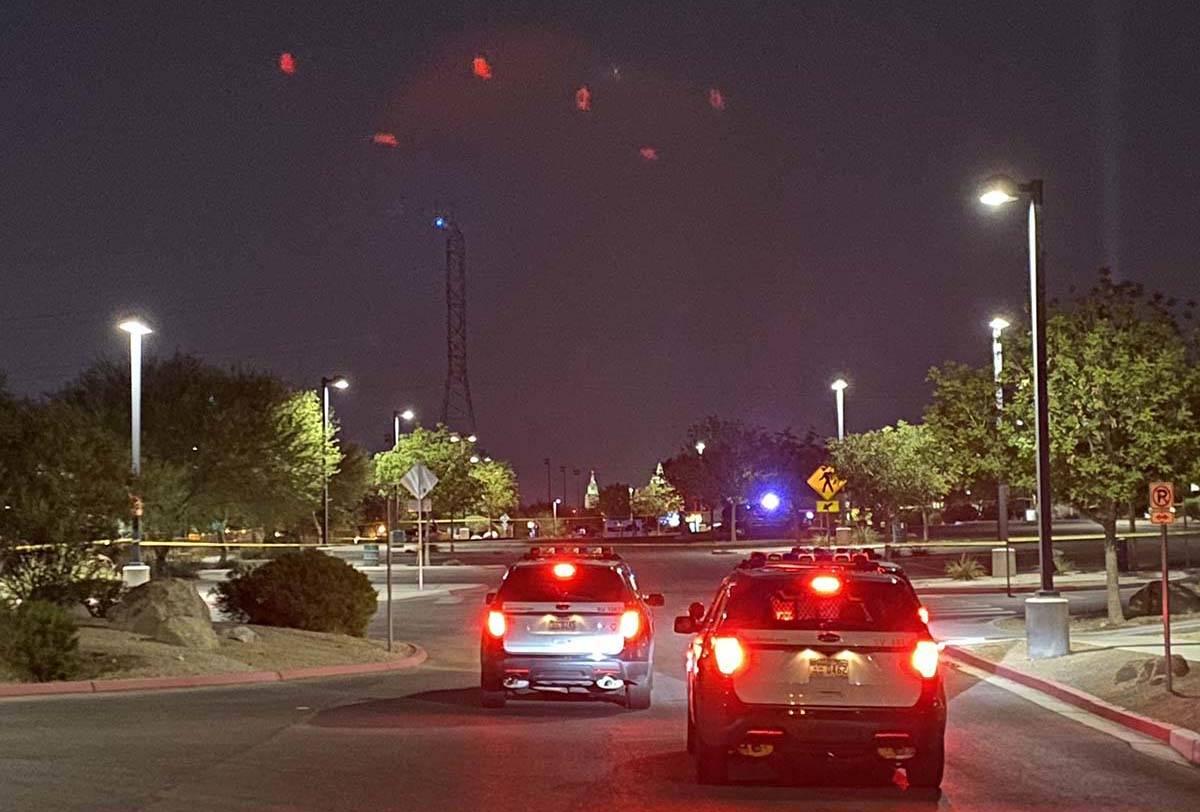 La policía de Las Vegas está investigando la muerte a tiros de un hombre en el Charlie Frias ...