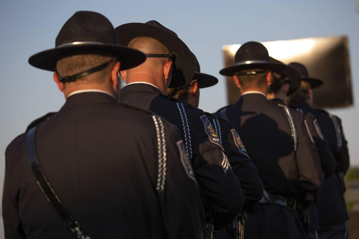 La Guardia de Honor asiste a una vigilia por el agente caído de la NHP, Micah May, en el Polic ...