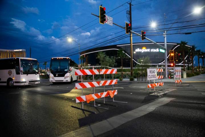 Barricadas cierran el tránsito hacia la Avenida Hacienda a la altura de la Avenida Polaris ant ...