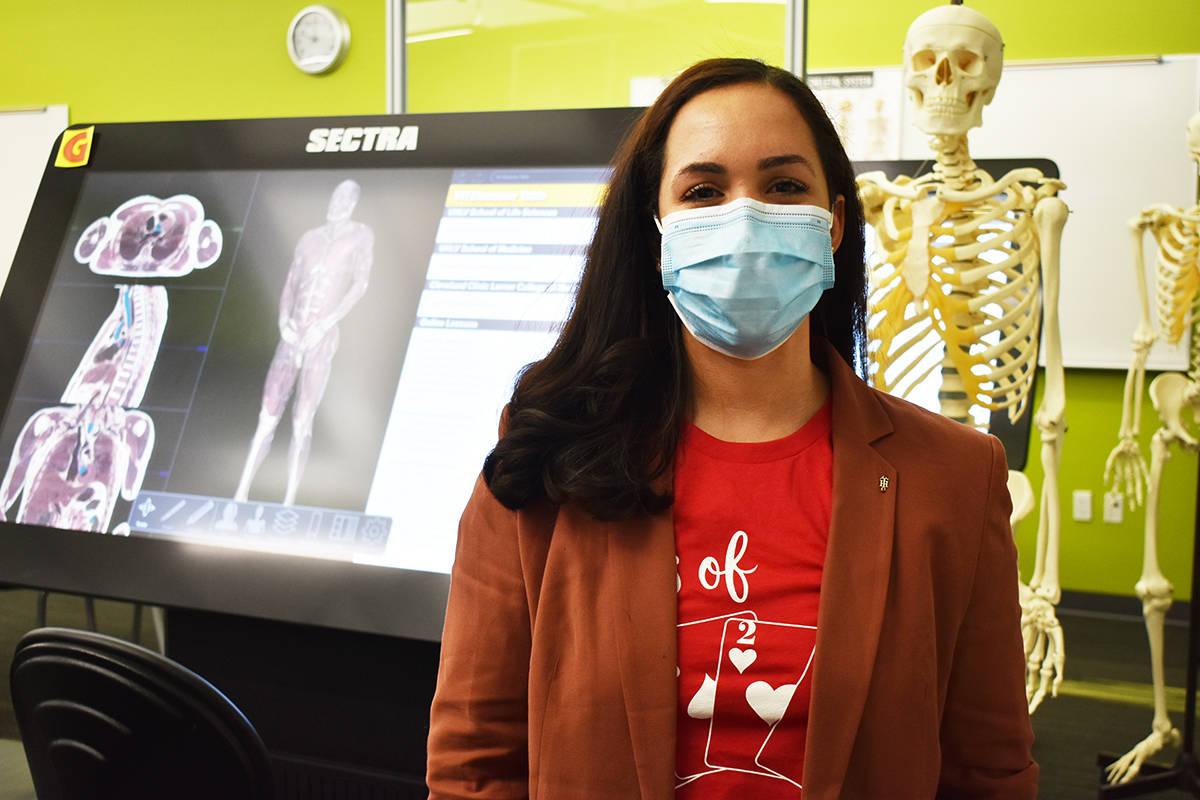 La estudiante de la Facultad de Medicina de UNLV, Guadalupe Vázquez-Pérez, reconoció la impo ...