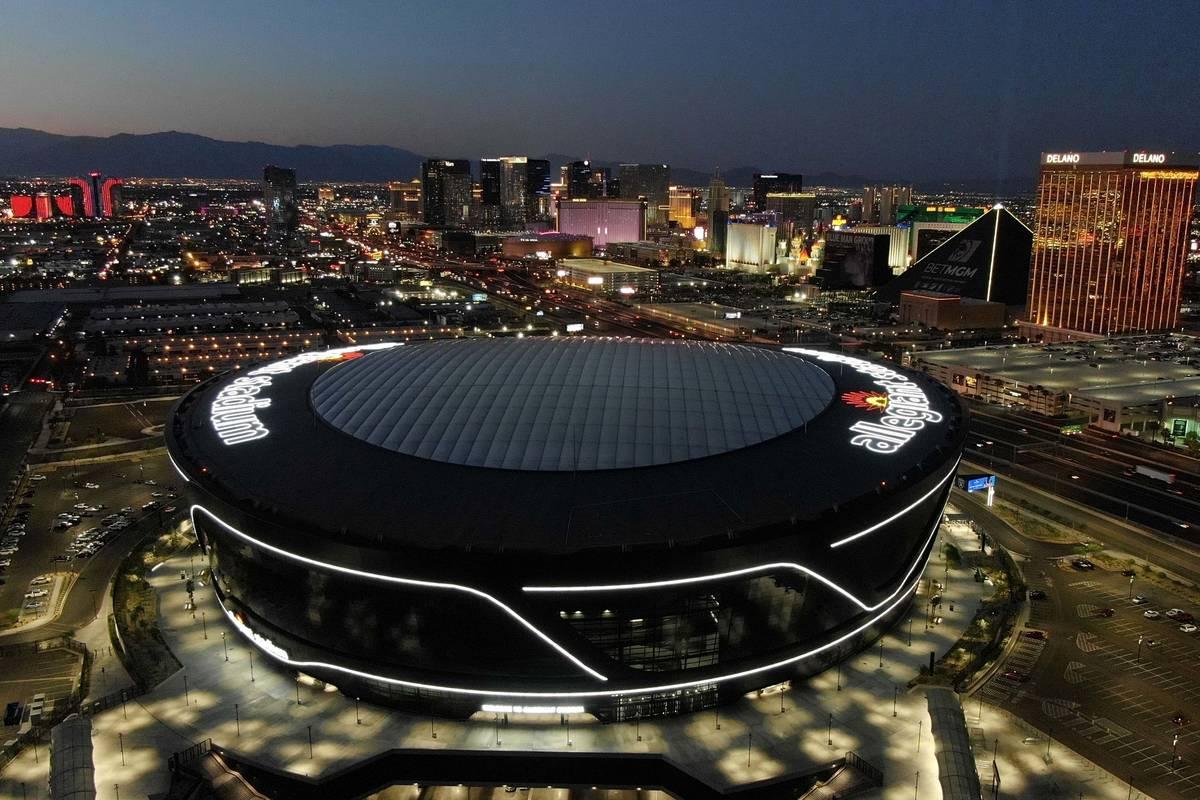 Michael Quine/Las Vegas Review-Journal Vista aérea del Allegiant Stadium y del Strip de Las Ve ...