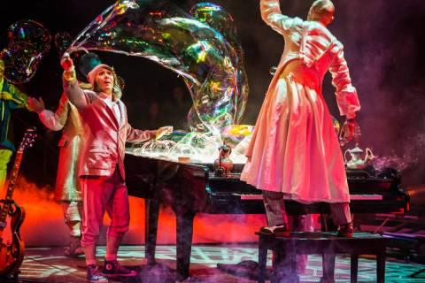 """""""The Beatles Love"""" del Cirque du Soleil en el Mirage del Strip de Las Vegas. (Cirque du Soleil)"""