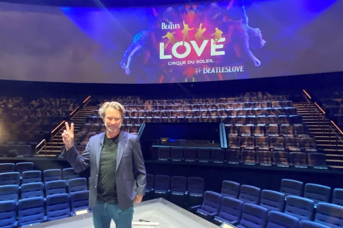 Giles Martin aparece durante la grabación de un video en el Love Theater at the Mirage el domi ...