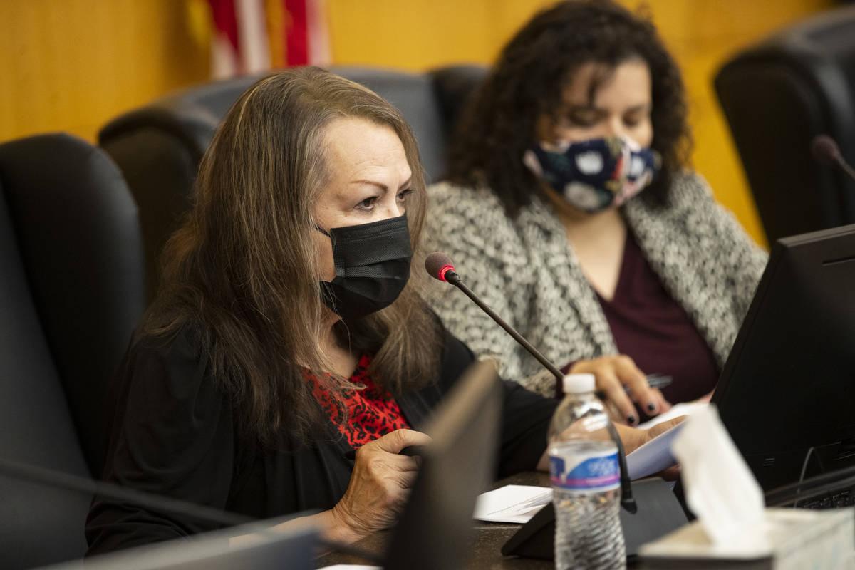 La presidenta de la Junta Directiva del Distrito Escolar del Condado Clark, Linda Cavazos, habl ...