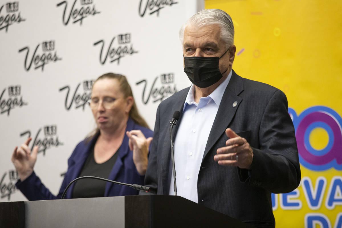 """El gobernador Steve Sisolak habla durante el anuncio final de los ganadores de """"Vax Nevada Days ..."""