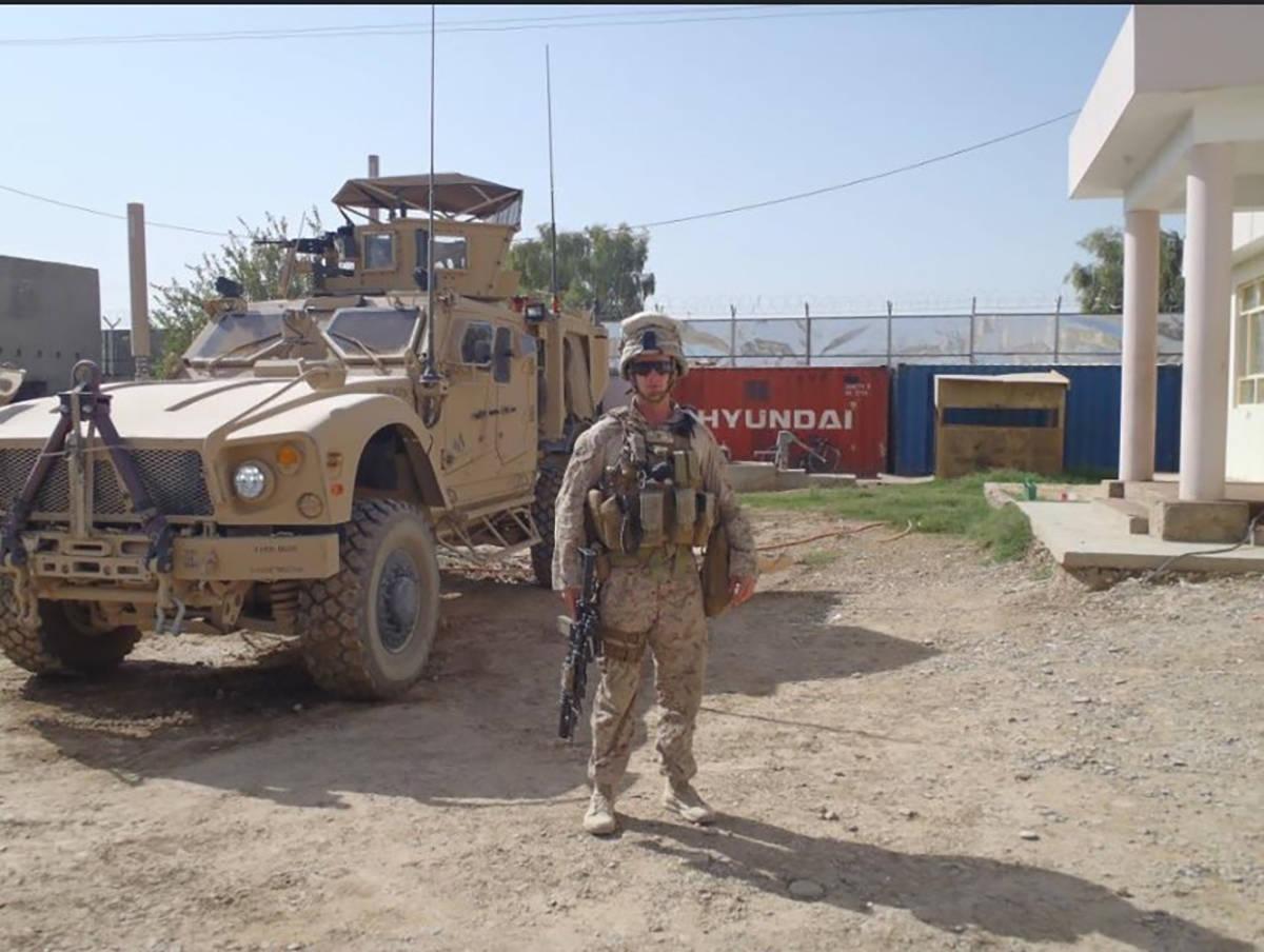 El teniente primero del Cuerpo de Marines Shamus Flynn posa para una foto en agosto de 2011 en ...