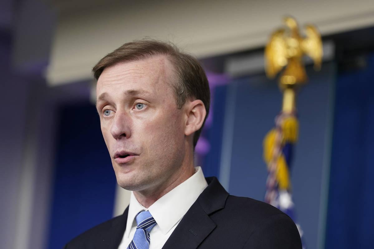 El asesor de seguridad nacional de la Casa Blanca, Jake Sullivan, habla durante la sesión info ...