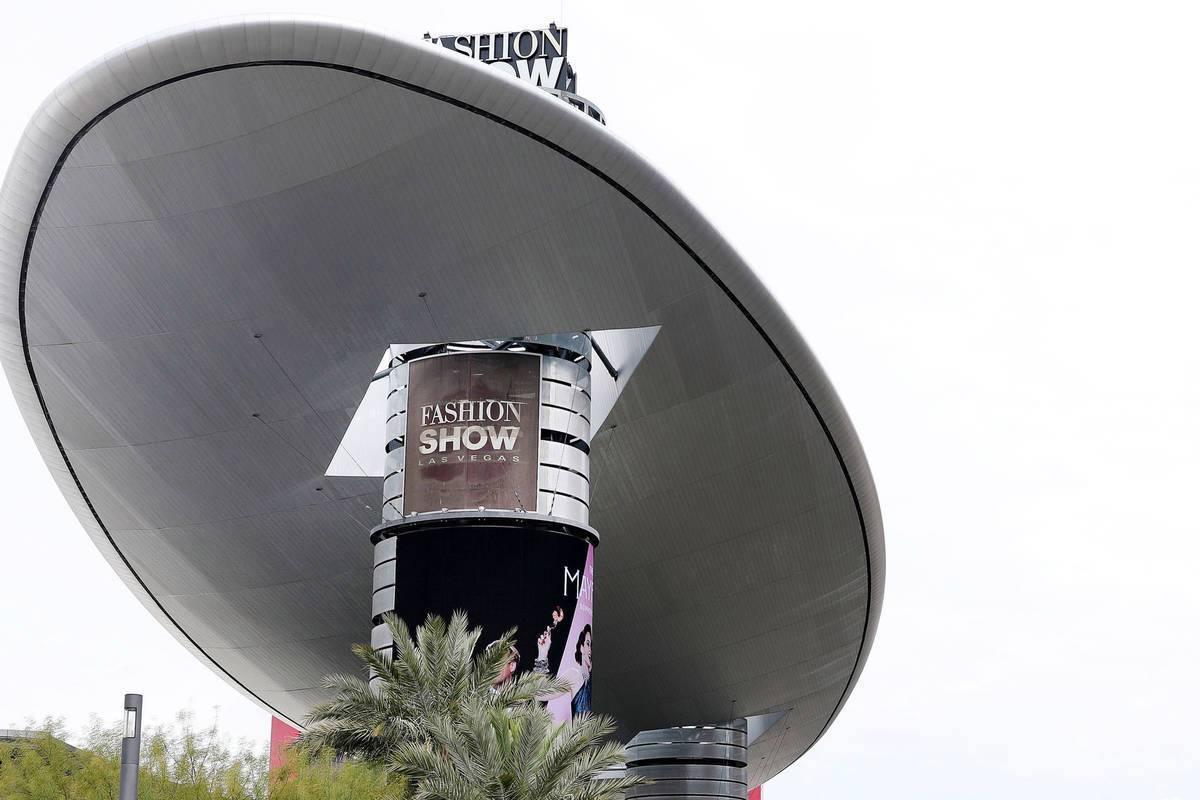 Esta fotografía de archivo del 18 de marzo de 2020 muestra el centro comercial Fashion Show en ...