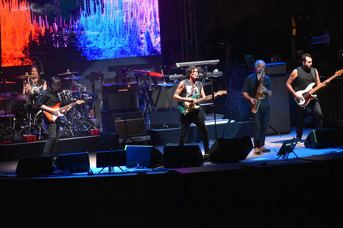 Ahora el quinteto llamado Caifanes hizo un recorrido de la mayoría de sus canciones desde sus ...