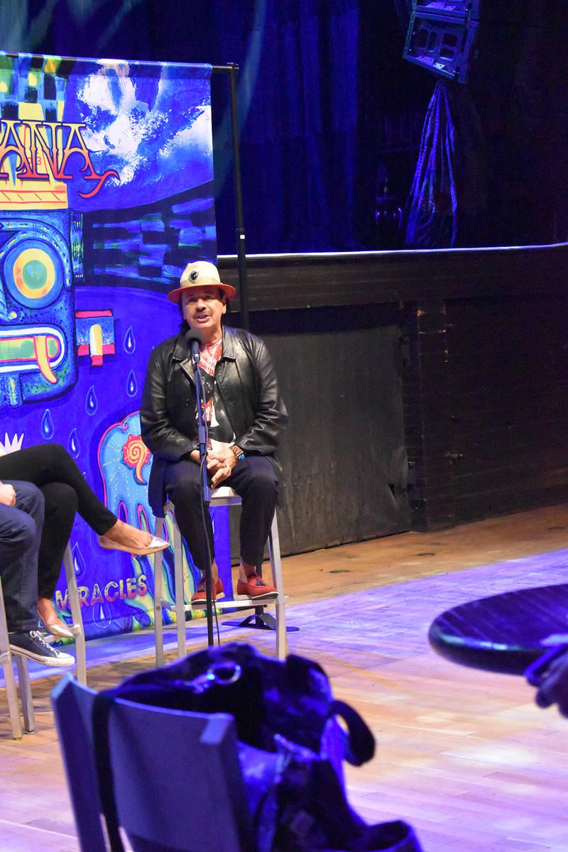 Carlos Santana dijo que los latinos somos resilientes, pero también hay que ser inteligentes y ...