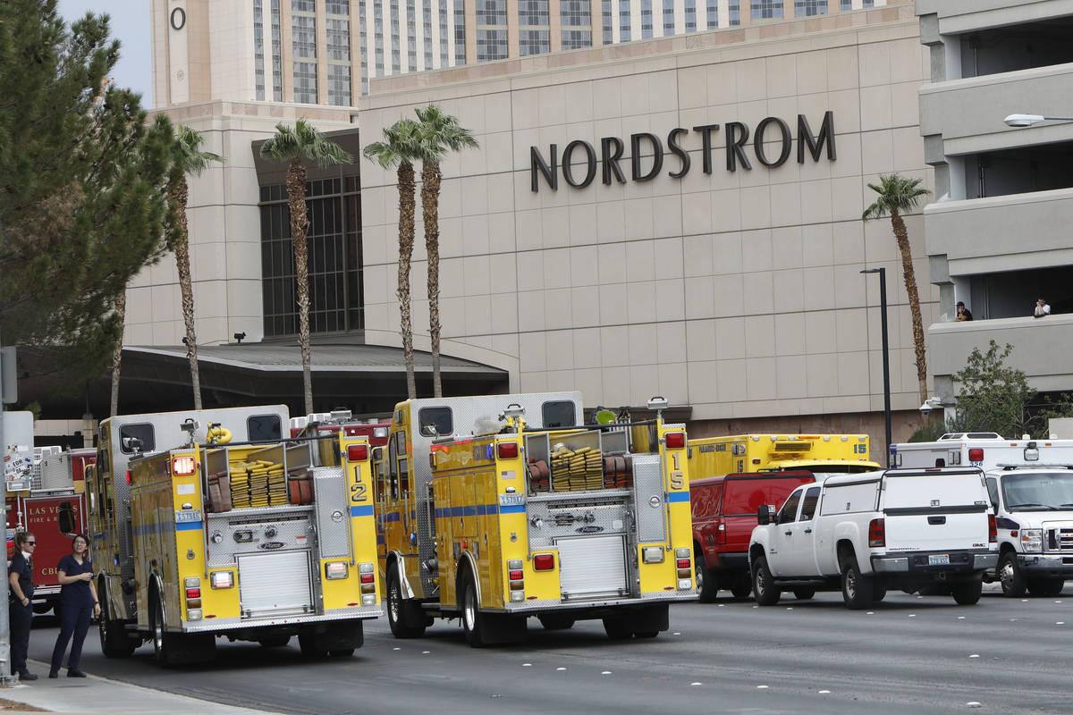 La policía de Las Vegas estaba investigando un informe de un dispositivo sospechoso cerca del ...