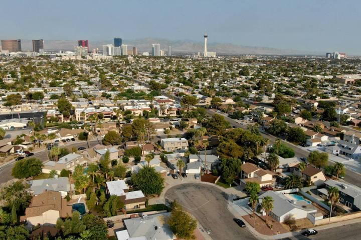 Una vista aérea de las viviendas cerca de Eastern Avenue y Desert Inn road en Las Vegas, Nevad ...