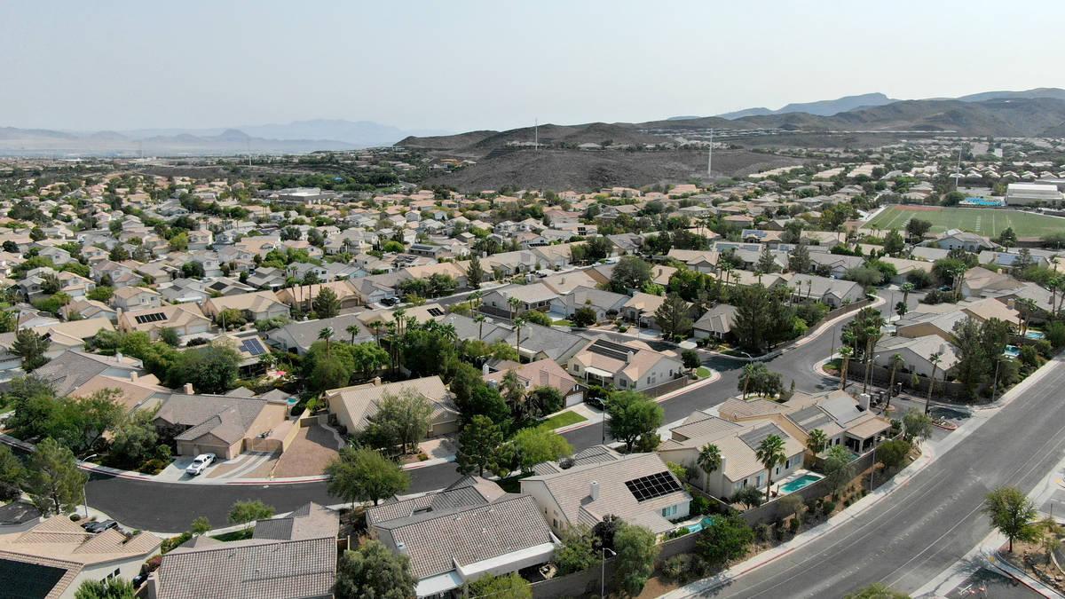 Una vista aérea de las viviendas cerca de Eastern Avenue y Summit Grove Drive en Las Vegas, Ne ...