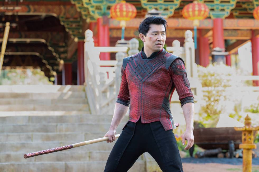 Shang-Chi (Simu Liu) en SHANG-CHI AND THE LEGEND OF THE TEN RINGS de Marvel Studios. Foto de Ja ...