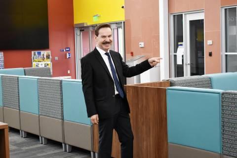El Dr. Federico Zaragoza, presidente del Colegio del Sur de Nevada, es de descendencia mexicana ...