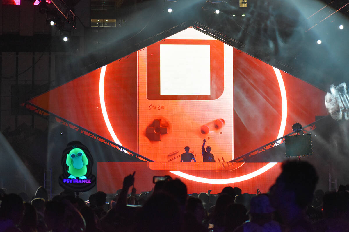 """Crystal Skies se presenta en el escenario principal del festival """"Lost in Dreams"""". Sábado ..."""