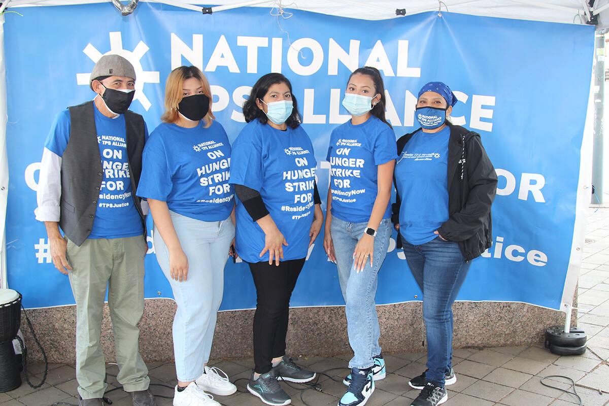 Integrantes del Comité TPS de Nevada, frente al edificio de la Corte Federal Floyd George y en ...