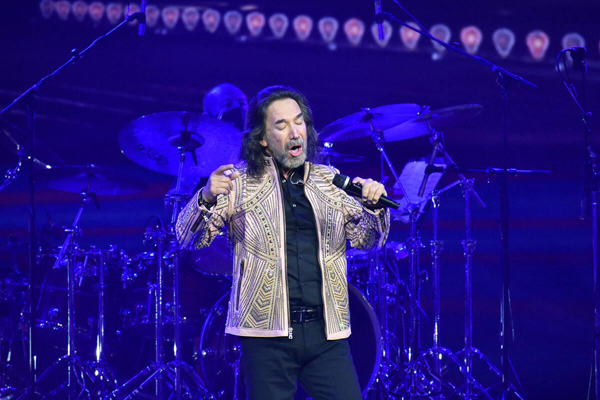 Marco Antonio Solís se presentó con éxito en Las Vegas, deleitando al público con su romant ...