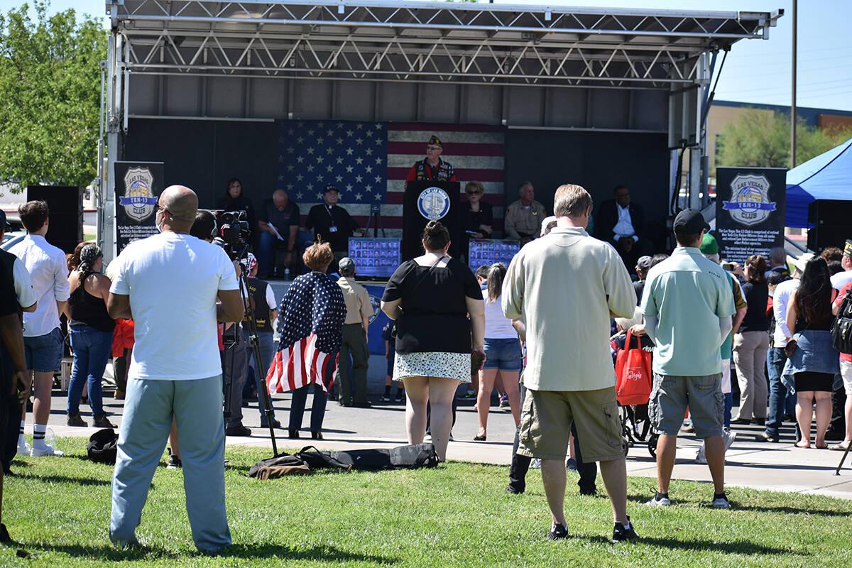 Decenas de personas se unieron al Ayuntamiento de Las Vegas y a la organización Las Vegas Ten- ...