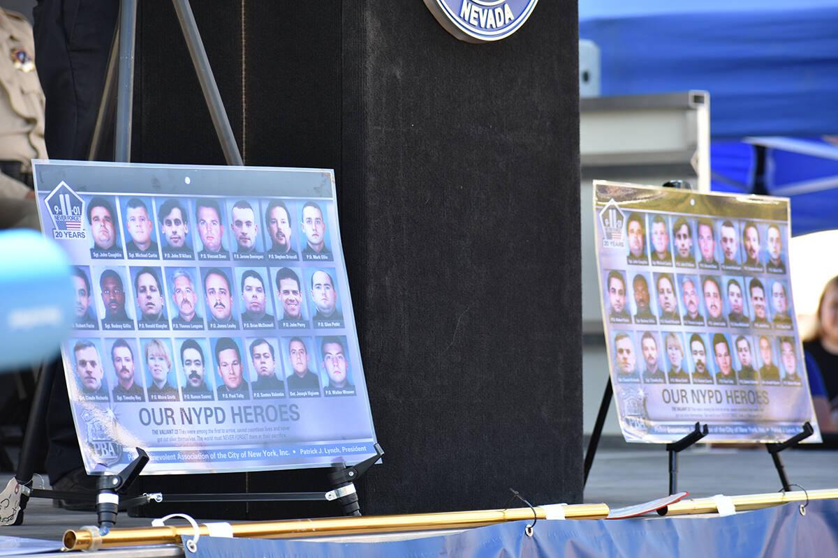 Imágenes de algunas de las víctimas del ataque del 9/11 fueron colocadas durante una ceremoni ...