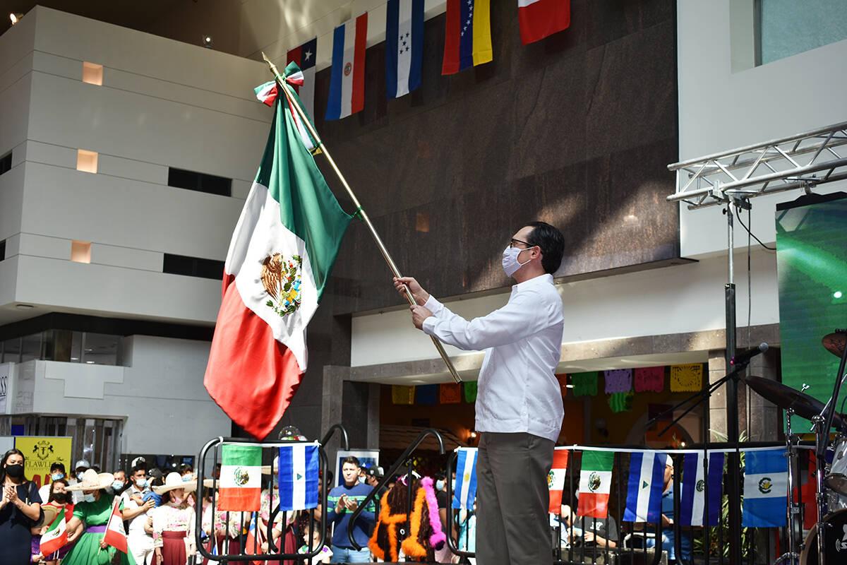 """El cónsul de México en Las Vegas, Julián Escutia Rodríguez, encabezó la ceremonia de """"El ..."""