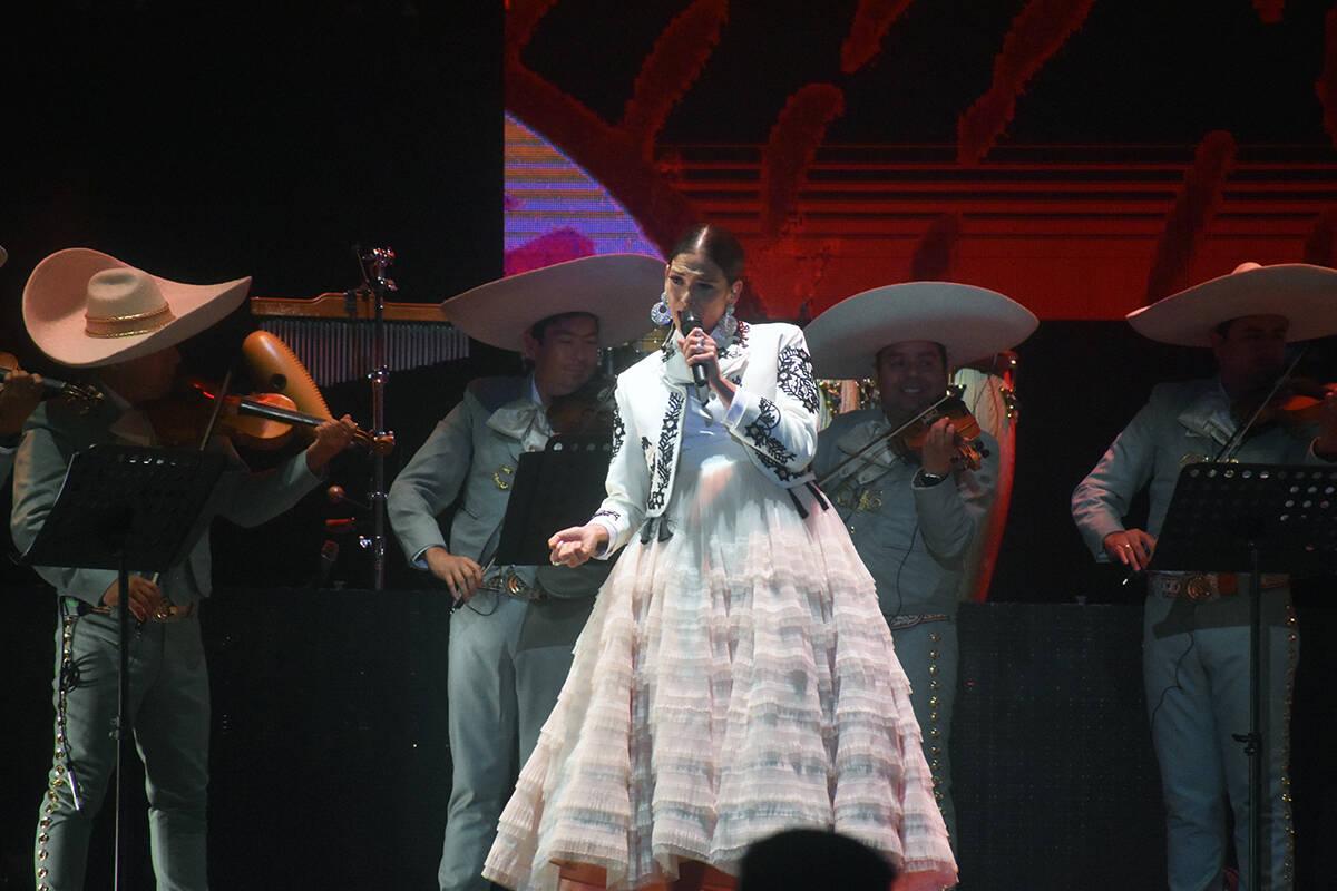 La cantante Natalia Jiménez fue telonera para Banda MS en Las Vegas. El sábado 11 de septiemb ...