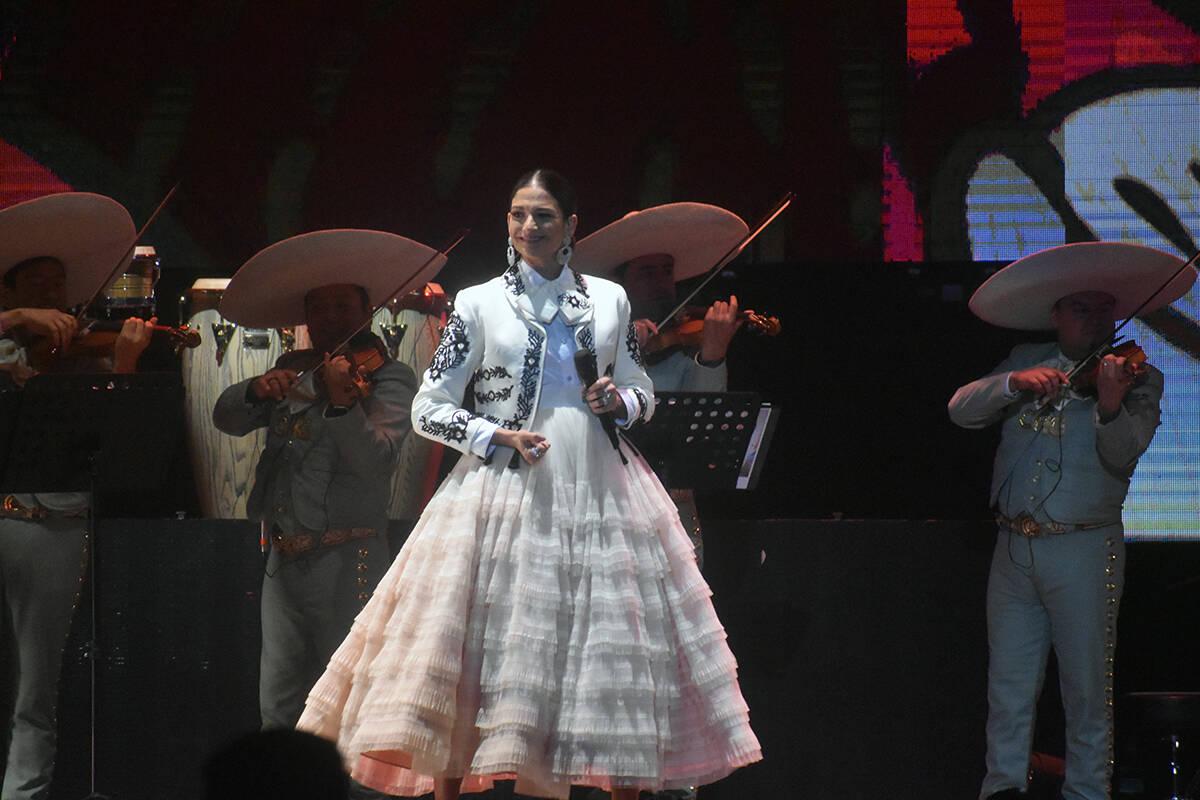 """La española Natalia Jiménez quien también fue vocalista de la agrupación """"La Quinta Estac ..."""