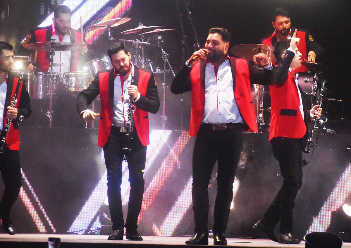 Se presentó la Banda MS celebrando las Fiestas Patrias festejando la Independencia de México ...