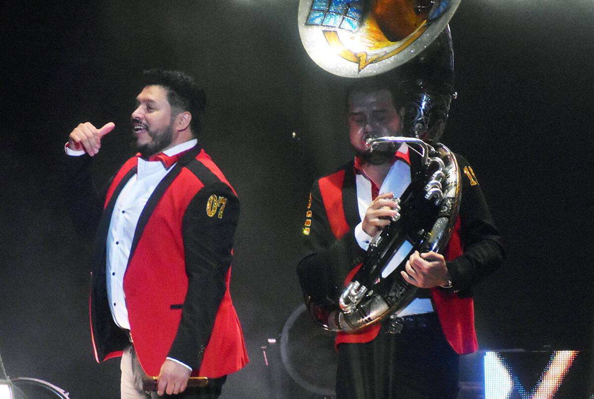 Los instrumentos de viento son parte esencial para los shows de la Banda MS. El sábado 11 de s ...