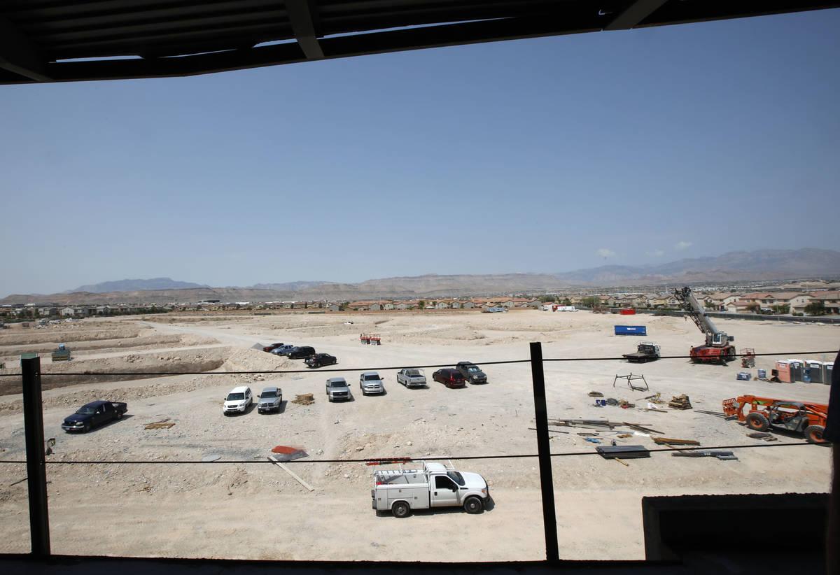 La construcción está en marcha en Evora, un proyecto de 42 acres a lo largo de Buffalo Drive ...