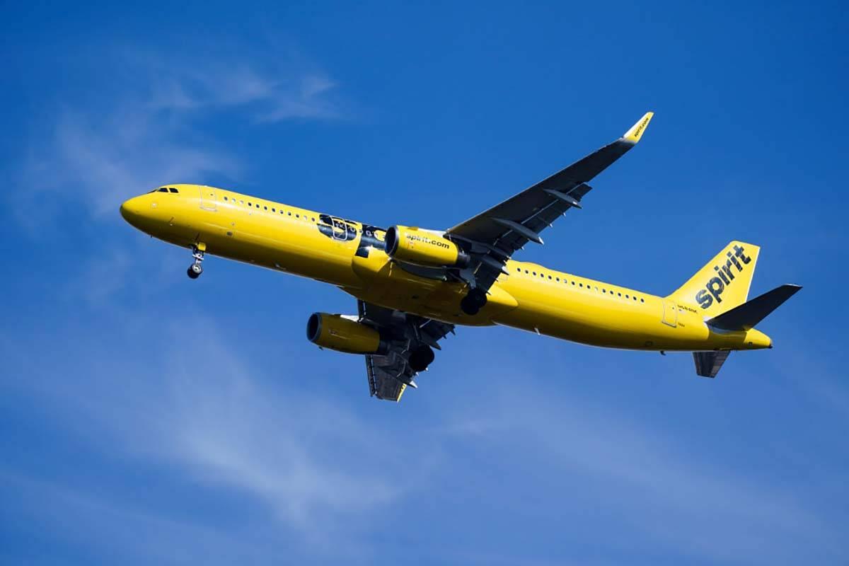 Un avión de Spirit Airlines se acerca al Aeropuerto Internacional de Filadelfia, en Filadelfia ...