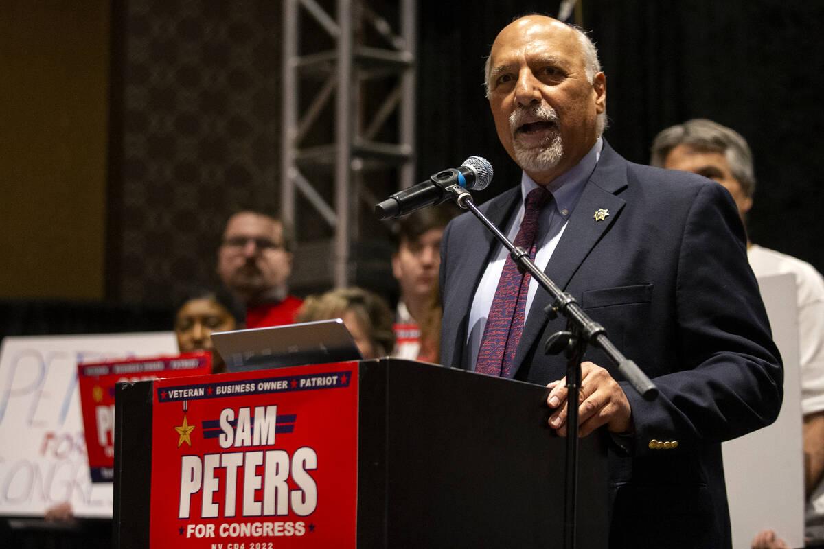 """Habla el concejal de Las Vegas Stavros Anthony durante el evento de inicio de campaña """"Fight f ..."""