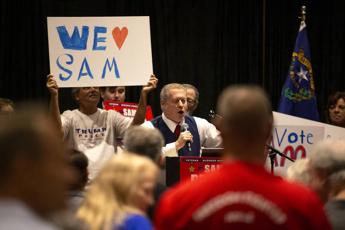 Wayne Allyn Root, un locutor de radio conservador, habla durante el evento de inicio de campañ ...