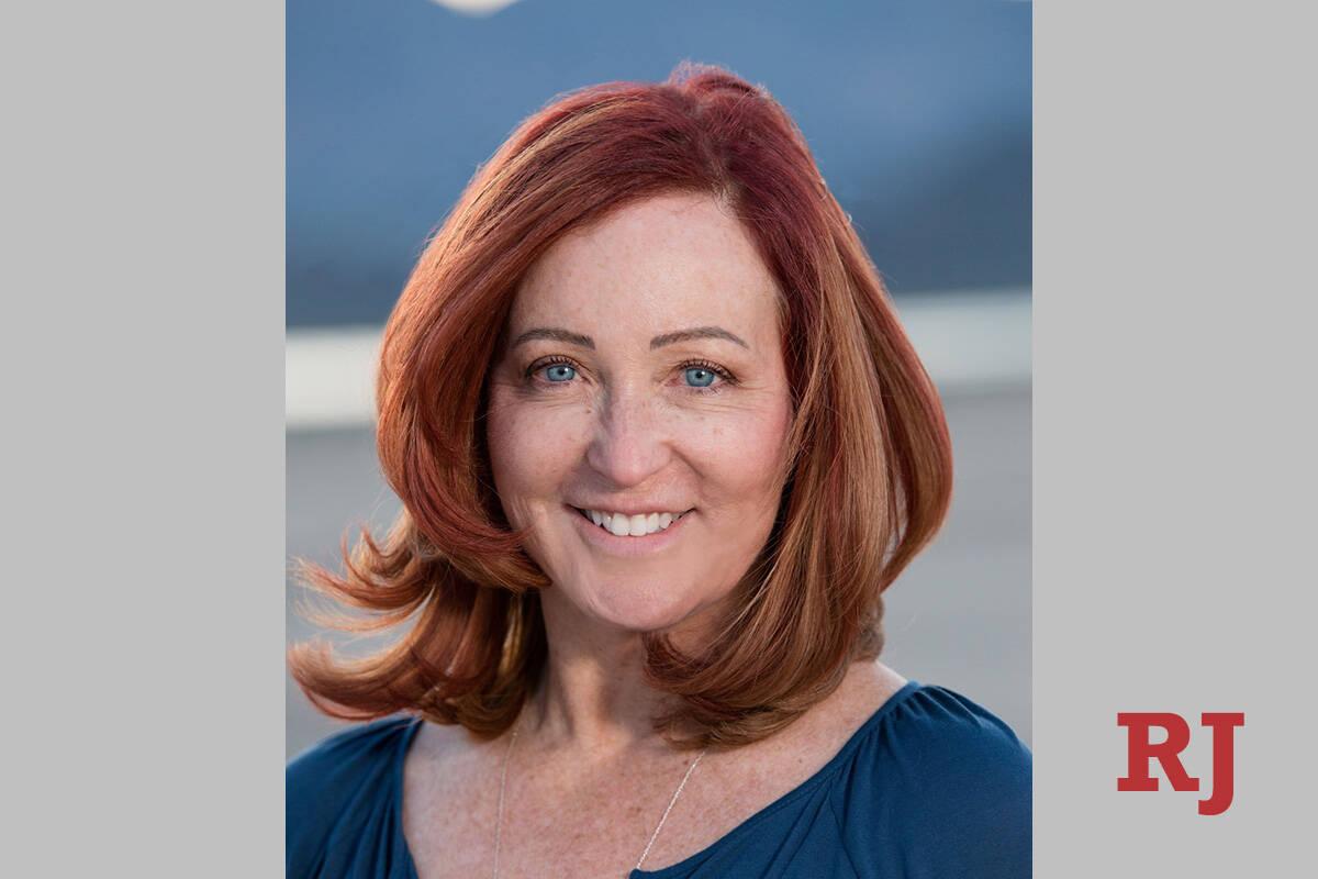 La presidenta del Partido Demócrata del Condado Clark, Judith Whitmer, derrotó al comisionado ...