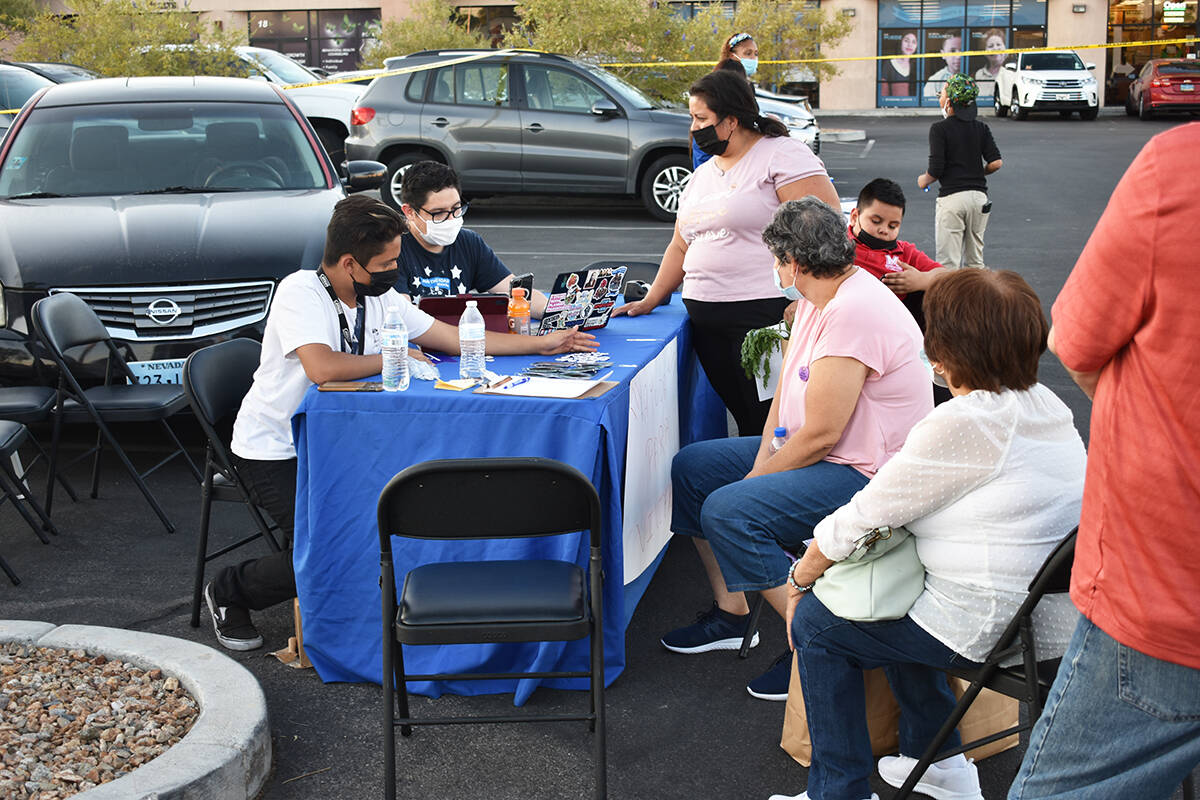 Make The Road Nevada realizó una feria de recursos para ayudar a vendedores ambulantes. Martes ...