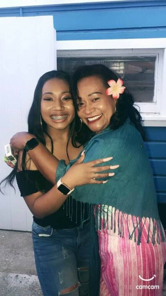 Destiny Jackson, a la izquierda, posa con su madre en una foto sin fecha. La familia de Jackson ...